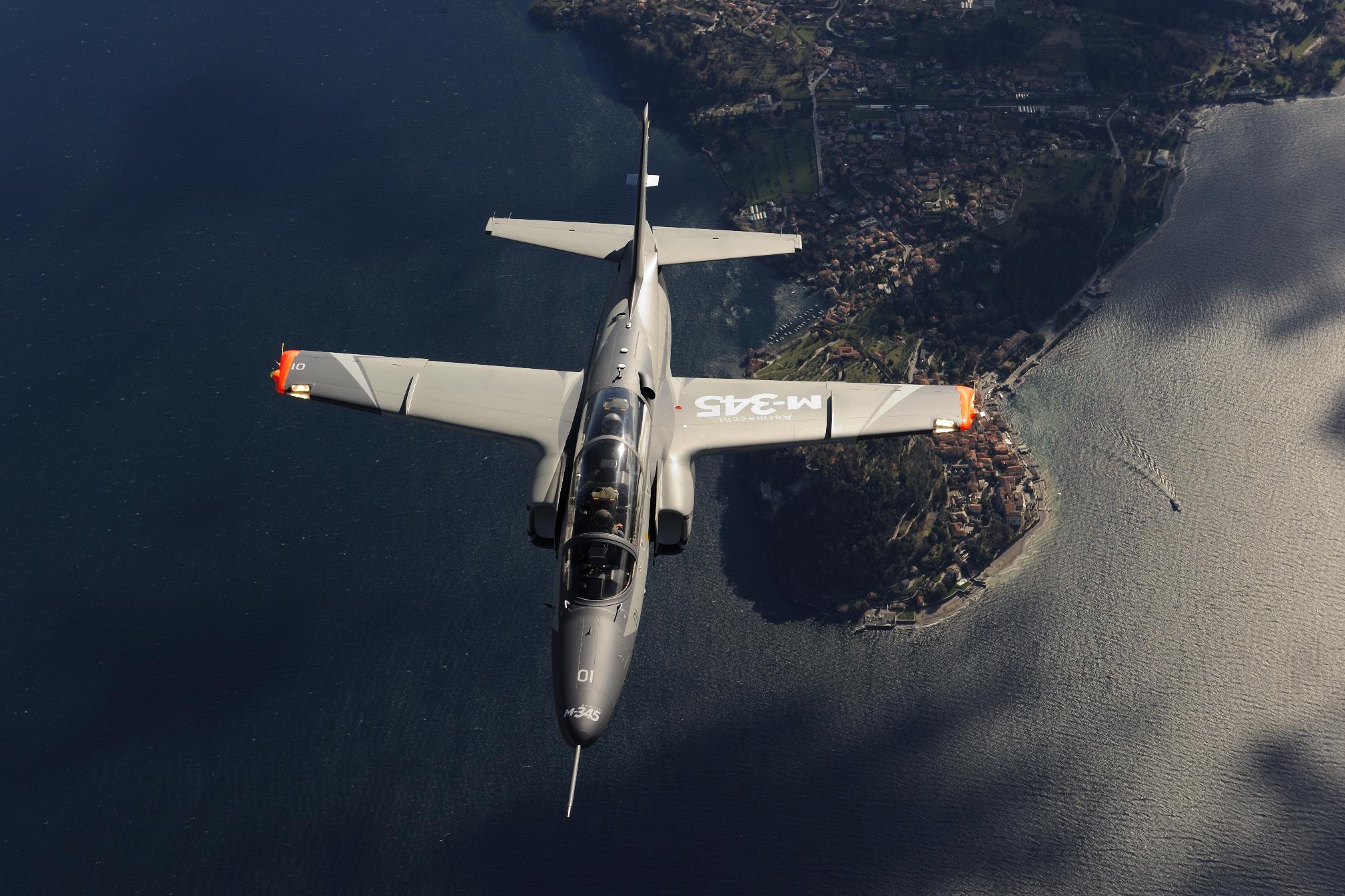 leonardo m-345 aeronautica