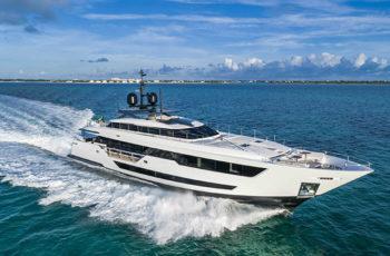 ferretti borsa yacht
